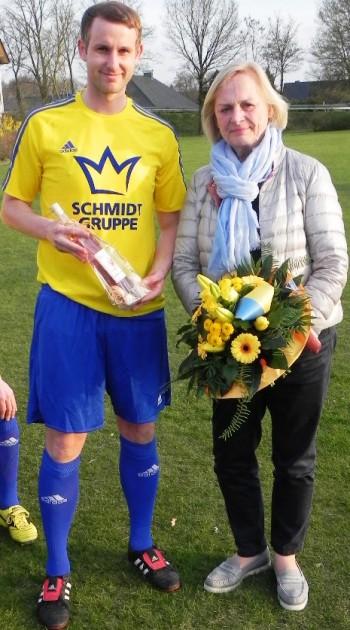 Mannschaftskapitän Dirk Schomäker und Ursula Schmidt